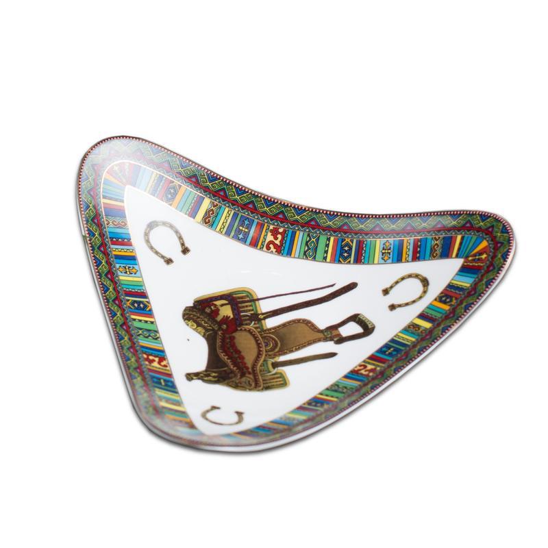 Треугольная тарелка Ақбозат