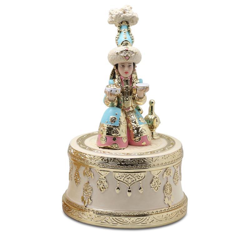 Musical statuette Akerke